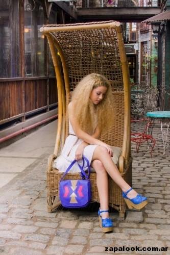 sandalia y bolso azul francia Carina de la Cruz primavera verano 2015