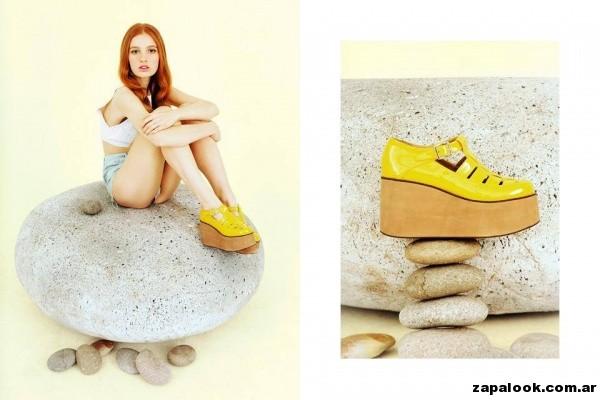sandalias con plataformas amarillas