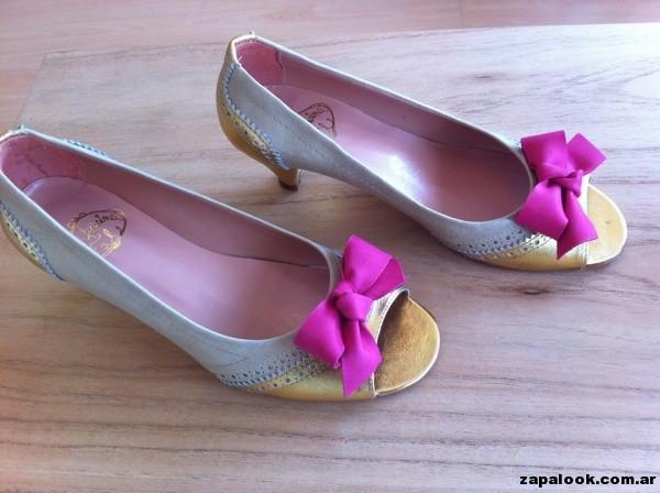 zapatos dorados con moños fucsia Alfonsina Fal primavera verano 2015