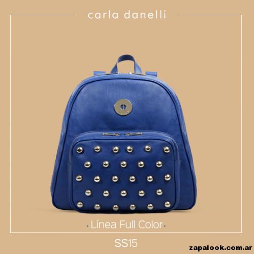 mochila azul con tachas - Carla danelli verano 2015