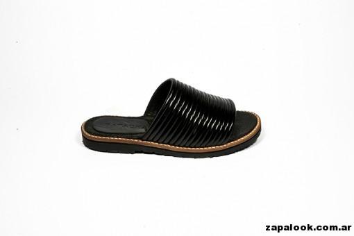 sandalia chatitas  negra Natacha verano 2015