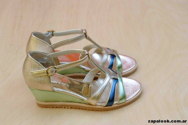 sandalia metalizadas doradas y azul Tosone primavera verano 2015