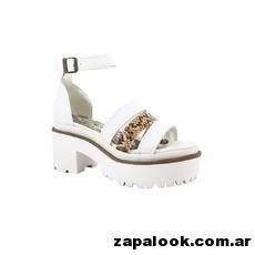 sandalias blancas con base ancha - Kate Kuba verano 2015