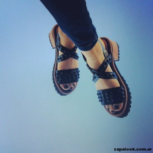 sandalias con tachas de color Sibyl Vane primavera verano 2015