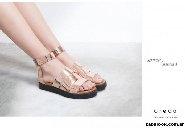 sandalias planas doradas Credo primavera verano 2015