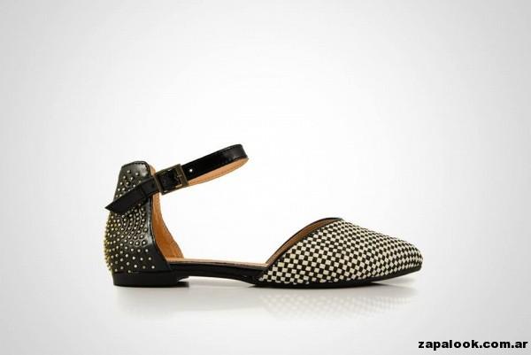 zapato chato en punta con tachas La leopolda primavera verano 2015