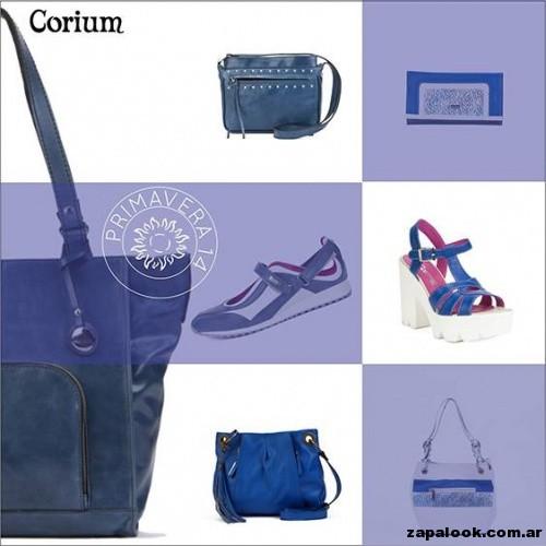 carteras y zapatos azules de Corium primavera verano 2015