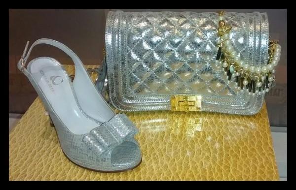 sandalia y cartera plateada Chiarini verano 2015