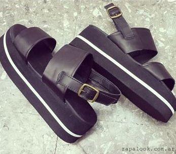 sandalias negras con base de goma - Calzados Gula verano 2015