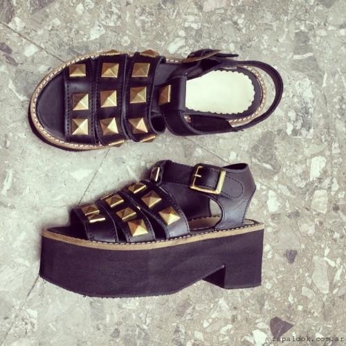 sandalias negras con tachas - Calzados Gula verano 2015