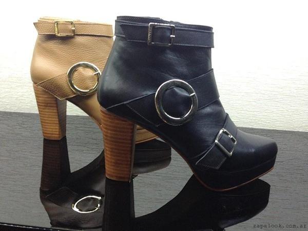 botinetas taco madera y detalle hebillas - Ferraro calzados otoño invierno 2015