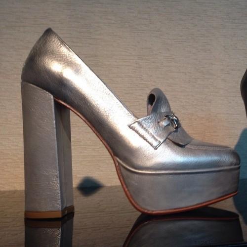 zapatos plateados Ferraro invierno 2015