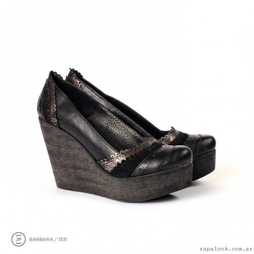 zapatos negro taco chino de madera  invierno 2015 - Juana Pascale
