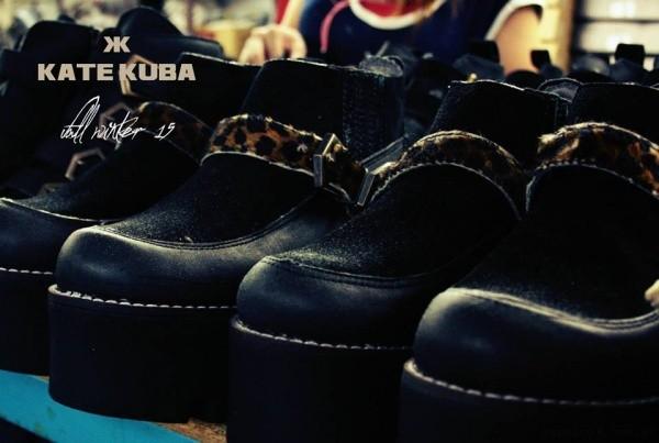botinetas negras y animal print  Kate Kuba invierno 2015