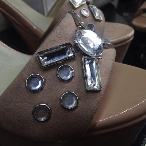 Sandalias con apliques de piedras - Anticipo Ferraro calzados verano 2016