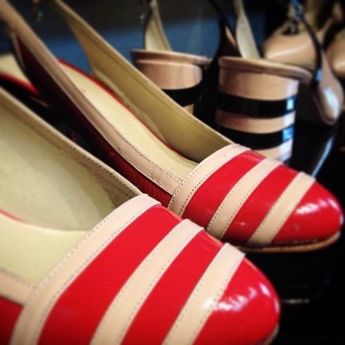 zapatos con punta redonda a rayas - Anticipo Ferraro calzados verano 2016
