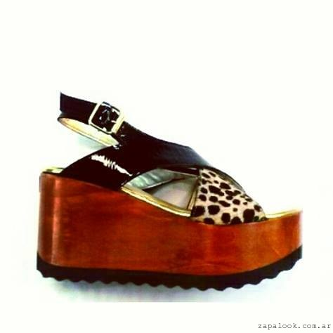 sandalias con base de madera Oshum primavera verano 2016 - tiras cruzadas animal print