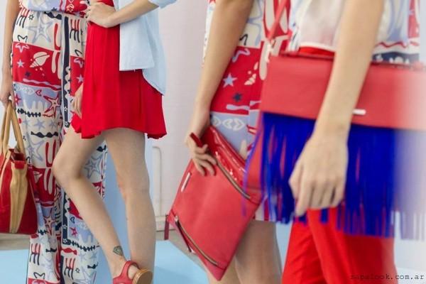 59830ec8787 ... diseños muy originales. carteras rojas - Uma primavera verano 2016