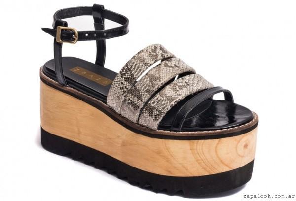 sandalias con plataformas negras y reptil - Traza primavera verano 2016