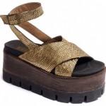 sandalias doradas con plataformas - Traza primavera verano 2016