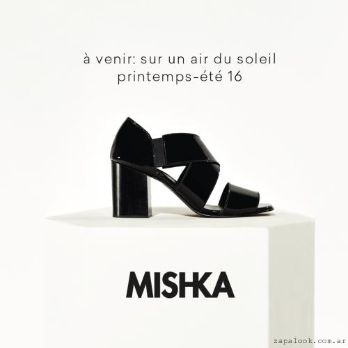 sandalias negras con elastico Mishka primavera verano 2016