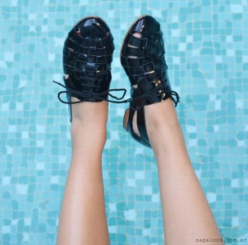 sandalias negras charol Sibyl Vane verano 2016