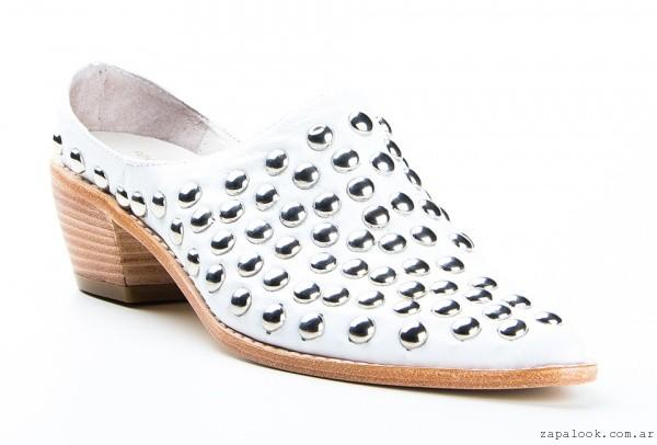 Renzo Rainero -botinetas blancas con tachas verano 2016