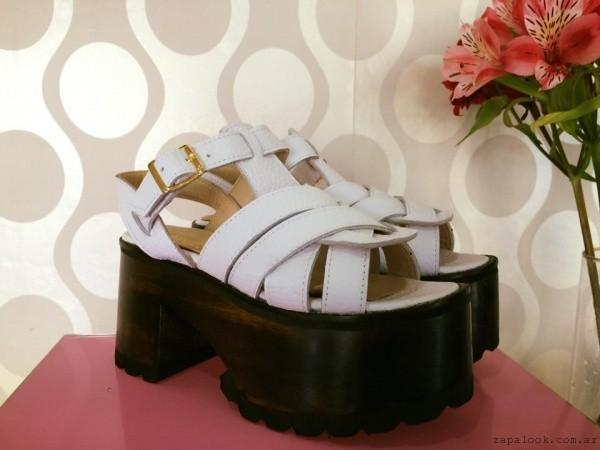 Sandalias blancas con plataformas - Gemmes verano 2016