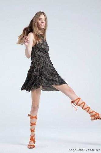 Sandalias gladidora con vestido corto verano 2016 - calzados chocolate