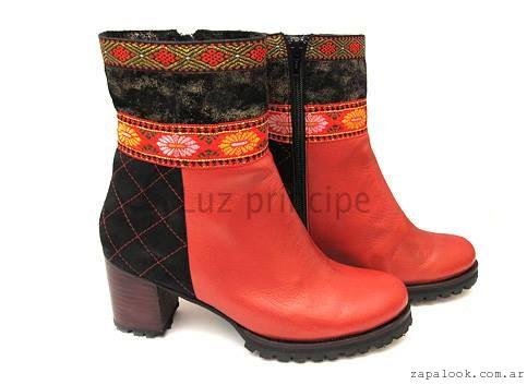 Bota roja y negra  invierno 2016 Luz Principe