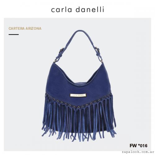 cartera azul con flecos Carla Danelli invierno 2016
