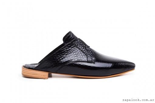 zueco negro de charol  invierno 2016 - calzados Natacha