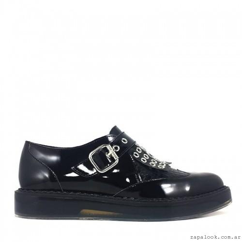 Zapato de charol plano con hebilla invierno 2016 - L'TAU