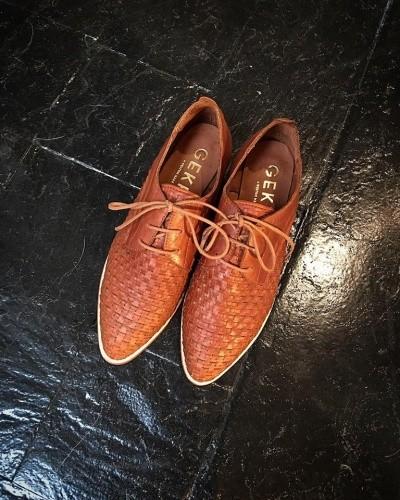 zapatos acordonados color suela  invierno 2016 - GEKKE