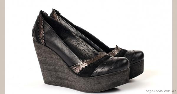 Zapatos negros con taco chino Juana Pascale invierno 2016