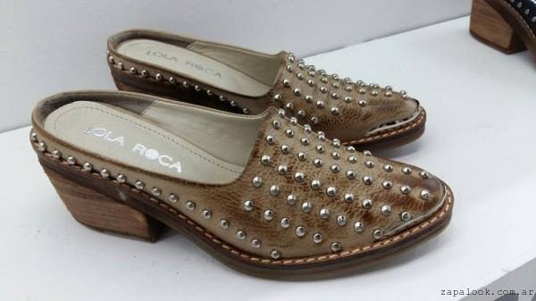 zapatos con minitachas Lola Roca verano 2017