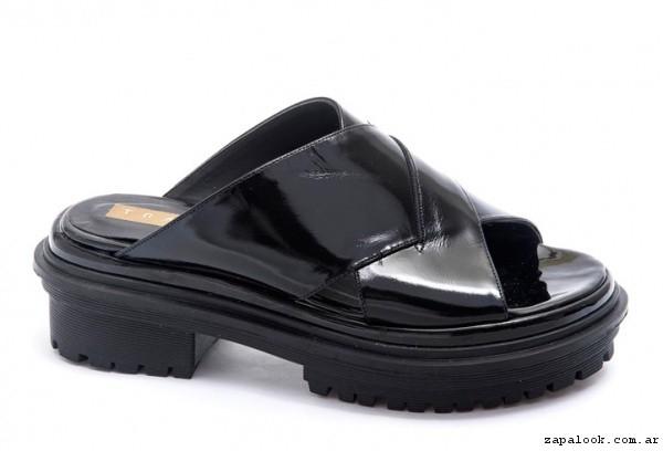 Traza - sandalia plana negra verano 2017
