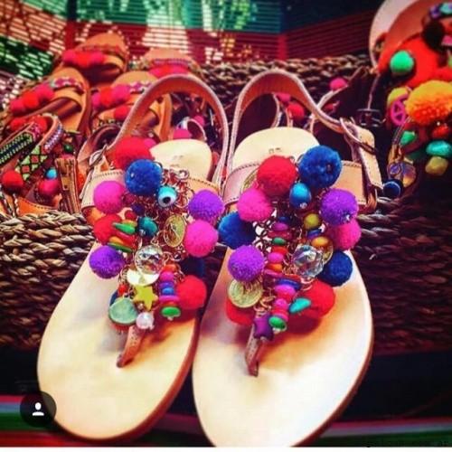 sandalias con ponpones de colores - RH by Lali Ramirez primavera verano 2017