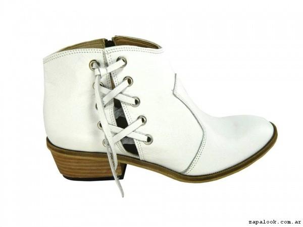 botinetas con cordones cruzados Magali Shoes