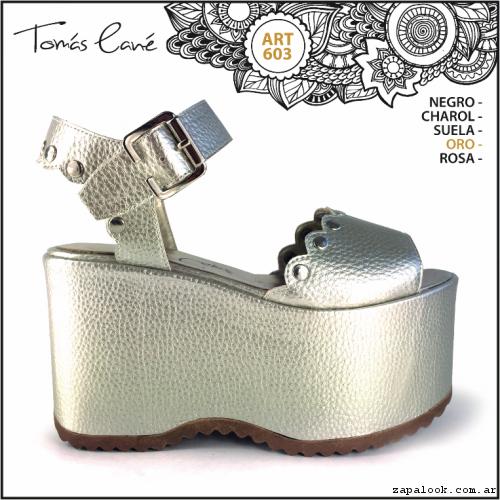 Etiqueta sandalias doradas 2017