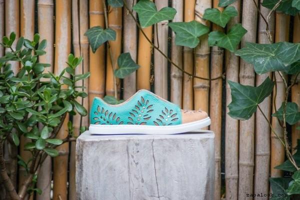 zapatillas verdes de cuero caladas primavera verano 2017 - Clara Barcelo