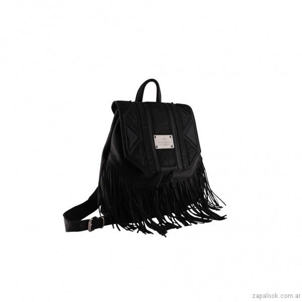 mochila negra de cuero con flecos chiarini primavera verano 2017