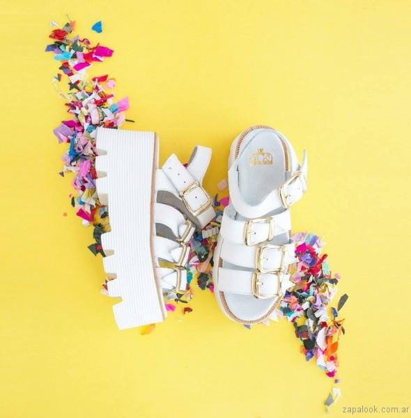 sandalias blancas con hebillas para teenager verano 2017 sofia de grecia