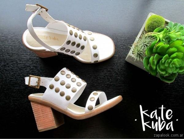 sandalias blancas con tachas primavera verano 2017 kate kuba