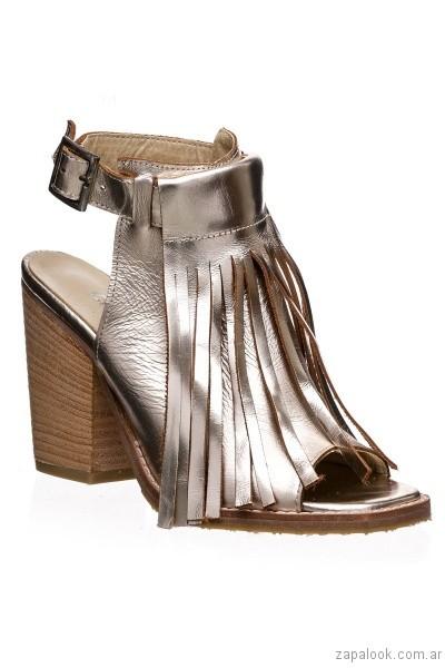 sandalias plateadas con flecos primavera verano 2017 calzados clona