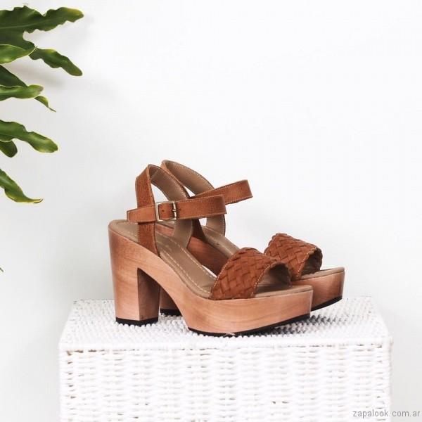 sandalia marron alta base de madera verano 2017 priscila bella