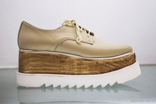 zapatos abotinados con base madera viento y marea invierno 2017