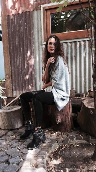 botas negras con tiras de tachas Anca co otoño invierno 2017