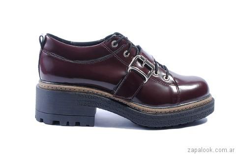 63de6461 zapato acordonado de charol otoño invierno 2017 Tosone – Zapalook