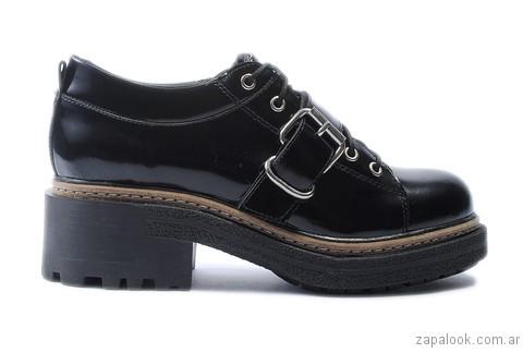 zapatos charol negro otoño invierno 2017 Tosone